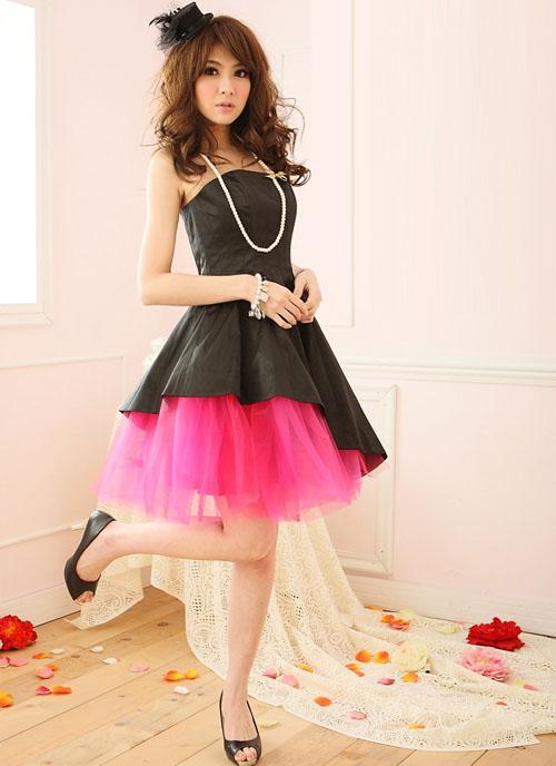 派手カラー・ナイトパーティー・ドレス ブラックのサテンの光沢にピンクのティアードが可愛い 斜めラインのティアードがカッコいいエレガントドレス